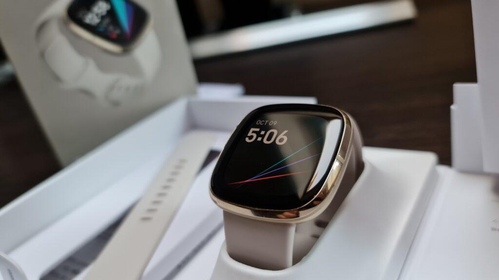 Fitbit Sense, un ceas inteligent care vă ajută să vă detensionați