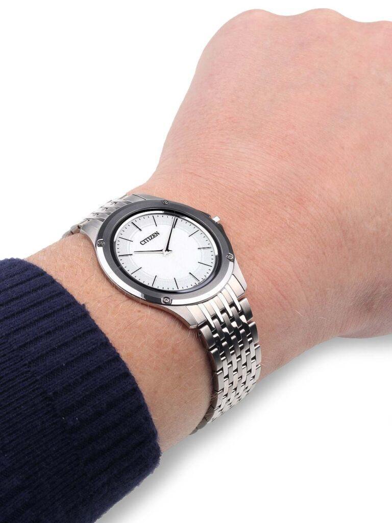 ceasuri ultra-subtiri